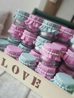 more and more crafts: Adorable souvenirs with glass jars Baby Food Jar Crafts, Baby Food Jars, Baby Crafts, Wedding Gift Boxes, Wedding Candy, Wedding Gifts, Fall Arts And Crafts, Diy And Crafts, Baby Shower Parties