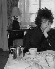 Bob Dylan needs to drink that cuppa #tea to wake himself up