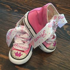 Pink Princess Bling Converse by GirlieBlingByJess on Etsy Bedazzled Converse, Baby Converse, Baby Sneakers, Baby Shoes, Converse Brillantes, Frozen Shoes, Rockabilly Baby, Pink Princess, Bare Foot Sandals