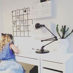 🇫🇷 au travail... 🇬🇧 at work ...  www.lumitop.com   #repost by @maritafurulund   #lumitop #jieldelamp #jielde #jieldé #jieldési433 #jieldesignal #work #travail #bureau #luminaire #madeinfrance #interiordesign #lamp #lampe #interiordesign #furnituredesign