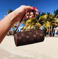 I'm definitely obsessed with mini Louis Vuitton bags ? I'm definitely obsessed with mini Louis Vuitton bags ? Pochette Louis Vuitton, Louis Vuitton Handbags, Louis Vuitton Speedy Bag, Louis Vuitton Monogram, Burberry Handbags, Fall Handbags, Purses And Handbags, Bff, Vetement Fashion