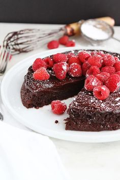 This Easy Flourless Chocolate Cake With A Silky Chocolate Ganache Glaze Is The BEST Chocolate Cake Recipe. It Is Rich, Decadent, And The Perfect Dessert For Any Celebration. The Cake Is Gluten-Free And Super Decadent. Make this easy holiday dessert now! Best Flourless Chocolate Cake, Flourless Desserts, Amazing Chocolate Cake Recipe, Hot Chocolate Cookies, Flourless Chocolate Cakes, Healthy Chocolate, Chocolate Desserts, Gluten Free Chocolate Cake, Valentine Chocolate