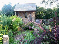 Gartenhäuser aus Holz – schönes und kompaktes Gartenhaus im Hinterhof - gartenhaus idee design originell schön Gartenhäuser aus Holz small house