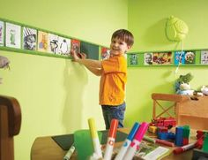 How to Create a Mini Picture Gallery Use picture frame molding to create a mini gallery for your pint-sized Picasso. by Bigbelly Picture Frame Molding, Picture Frames, Picture Rail, Picture Books, Art For Kids, Crafts For Kids, Kid Art, Ideas Para Organizar, Welcome To The Family