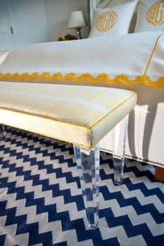 LOVE this -- navy & yellow, rug, bedding, bench