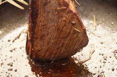 フライパンならローストビーフは超簡単♪しっとりお肉でXmasカラーを食卓に - macaroni Steak, Coconut, Fruit, Food, Roast Beef, The Fruit, Meals, Yemek, Eten