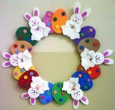 Ablak-ajtódísz Bunny Crafts, Easter Crafts For Kids, Felt Crafts, Spring Crafts, Holiday Crafts, Couronne Diy, Diy Ostern, Easter Art, Easter Decor