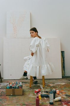 Cecilie Bahnsen Pre-Fall 2018 Collection is now available at Dover Street Market New York. Fashion Week, Look Fashion, Fashion Design, Trendy Fashion, Fashion Studio, 70s Fashion, Daily Fashion, Mode Outfits, Fashion Outfits