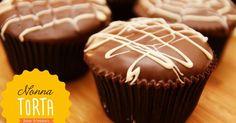 Pão de Mel: Cupcake com massa de pão de mel recheado com doce de leite e decorado com cobertura de chocolate | Nossos Cupcakes | Pinterest | Cupcake, Chocolate… Candy Recipes, Cupcake Recipes, Gourmet Recipes, Sweet Recipes, Lava Cakes, Drip Cakes, Mini Cakes, Cupcake Cakes, Giant Food