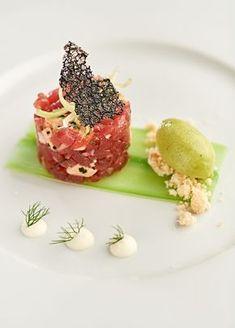 Tartaar van rode tonijn, foie gras, gekonfijte citroen, groene selder - Metro ! Bistro Food, Gourmet Recipes, Gourmet Foods, Gourmet Desserts, Food Presentation, Food Design, Chefs, Food Plating, Food Inspiration
