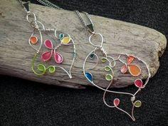 fabriquer des bijoux et création artistique à motifs multicolores