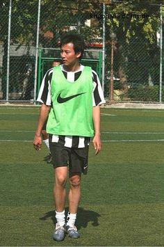 以足球隊員的體格來說,南佶偏高也偏瘦。顏值方面也太美型了🥰