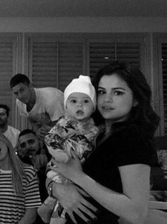 KID?-- SECRET?- SHES SCARY!-- ON Q?- CRY THEN CRAWL LIKE THEIR CHASING YOU FOR THE BOTTLE!-- FUNNY1 Selena Gomez Child, Selena Gomez Tumblr, Selena Gomez Cute, Estilo Selena Gomez, Selena Gomez Fotos, Selena Gomez Style, Selena Gomez Crying, Selena Gomez Friends, Fashion Kids
