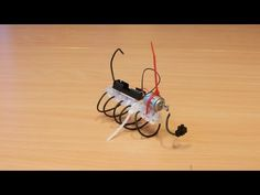 Make funny, scary, silly vibrating bot creatures with little more than connectors, cable ties and electrical wire. The bots in the pictures and video are just. Robotics Projects, Science Projects, Projects For Kids, Diy For Kids, Arduino, Kids Things To Do, Robots For Kids, Recycled Art, Stem Activities