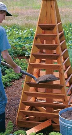 to Build a Strawberry Tower Build Mom a strawberry tower and give her a very sweet gift indeed.Build Mom a strawberry tower and give her a very sweet gift indeed. Strawberry Beds, Strawberry Tower, Strawberry Garden, Tower Garden, Garden Boxes, Garden Planters, Garden Urns, Garden Table, Veg Garden
