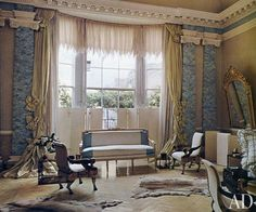The drawing room of Pauline de Rothschild's London flat at Albany. Photo: Derry Moore