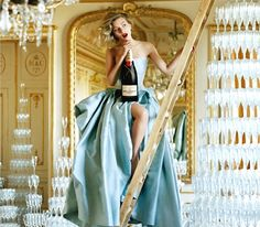 Scarlett Johansson photographed by Tim Walker in an ad campaign Moet & Chandon champagne Moet Chandon, Scarlett Johansson, Richard Avedon, Vogue, Tim Walker Photography, Fashion Moda, Fashion Women, Fashion Beauty, Mode Vintage