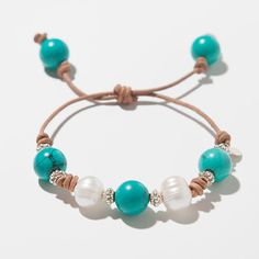 Turquoise Pearl and Leather Knotted Bracelet - DIY Schmuck Pearl Jewelry, Wire Jewelry, Jewelry Crafts, Beaded Jewelry, Jewelery, Jewelry Bracelets, Pandora Bracelets, Bracelet Knots, Bracelet Making