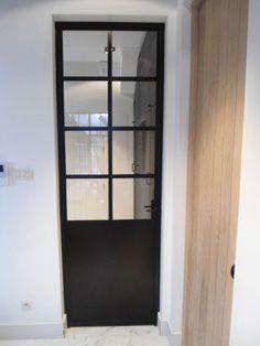 Zwarte stalen binnendeur met glas http://www.ateliersverbist.be