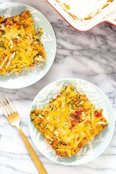 This Vegan Mexican Egg Casserole gets a delicious Mexican flair with layers of roasted potatoes, onion and bell peppers, spinach, tomatoes, vegan cheese, and fluffy tofu eggs seasoned with taco spice. Your whole family will gobble this easy brunch recipe up! Nut-free + gluten-free option. Tofu Recipes, Delicious Vegan Recipes, Whole Food Recipes, Easy Brunch Recipes, Vegan Breakfast Recipes, Mexican Eggs, Mexican Breakfast Casserole, Egg Casserole, Vegan Dishes