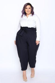 Annie paperbag pants in 2019 plus size большие размеры, стил Modest Work Outfits, Curvy Girl Outfits, Curvy Girl Fashion, Work Fashion, Plus Size Outfits, Fashion Outfits, Look Plus Size, Plus Size Pants, Plus Size Fashion For Women
