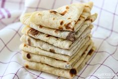 Having leftover mashed potatoes? Turn them into this easy mashed potato flatbread! It's a yeast-free & oil-free side dish that everyone loves. Potato Flatbread Recipe, Vegan Recipes, Cooking Recipes, Xmas Recipes, Thanksgiving Recipes, Bread Recipes, Norwegian Food, Norwegian Recipes, Kitchens