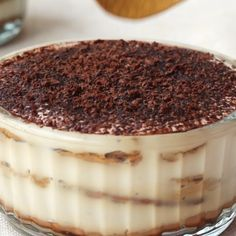 Creamy, delicious and just a little addictive. This incredibly easy vegan tiramisu can be made in just 10 minutes! You don't need to spend hours in the kitchen to enjoy this layered Italian dessert - Vegan Treats, Vegan Foods, Vegan Dishes, Vegan Snacks, Vegan Dessert Recipes, Vegan Recipes Easy, Sweet Recipes, Vegan Recipes Italian, Easy Vegan Food
