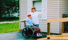 LENKET TIL RULLESTOL: Alle de falske medisinske problemene som Dee Dee fant på, startet allerede da Gypsy var kun tre måneder gammel.