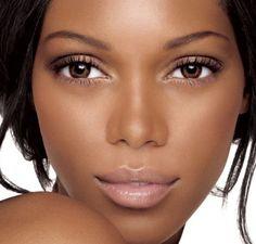 Een #donkere #huid vraagt om een andere #verzorging dan een #blanke huid. Benieuwd waarom en hoe je een donkere huid het beste kunt verzorgen? Lees dan snel verder.   #gezichtsbehandeling