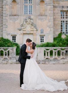 French Chateau Wedding with an Organic Twinkle Lit Tablescape #destinationweddingvenues #elegantweddingdecor #indoorweddinglighting