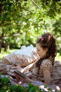 Ruchkina, Elizaveta - Woman Reading (lizchen_r- DeviantArt) Visual Kei, Harajuku, Woman Reading, Models, Victorian Era, Victorian Gardens, Georgian Era, Lolita Fashion, Baroque Fashion