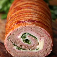 Minced meat roll with ham, bacon and cheese Are you ready for this minced meat roll with ham, bacon and cheese? Minced meat roll with ham, bacon and cheese Are you ready for this minced meat roll with ham, bacon and cheese? Meatloaf Recipes, Meat Recipes, Mexican Food Recipes, Cooking Recipes, Drink Recipes, Pasta Recipes, Le Cordon, Cordon Bleu, Gluten Free Recipes For Dinner