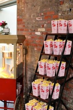 Wedding Food Popcorn stand for Wedding Reception! Cute and perfect for me! Popcorn Stand, Popcorn Boxes, Popcorn Station, Popcorn Bar Party, Wedding Popcorn Bar, Popcorn Favors, Popcorn Snacks, Bar Mitzvah, Broadway Party