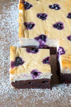 Tvarohový koláč s borůvkami a čokoládovým korpusem Fika, Healthy Recipes, Healthy Food, Cheesecake, Food And Drink, Cooking, Brownies, Cakes, Healthy Foods