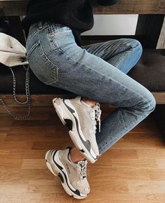 Shoes Sneakers Dad sneakers Jeans Sweater Outfit Winter Spring I Shoes Sneakers Dad sneakers Jeans Sweater Outfit Winter Spring Inspiration More on Fashionchick Dad Shoes, Me Too Shoes, Winter Sweater Outfits, Outfit Winter, Shoes For Winter, Winter Sneakers, Summer Sneakers, Winter Dresses, Sneakers Fashion