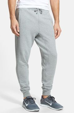 Nike 'SB Everett' Fleece Jogger Pants look very confy!