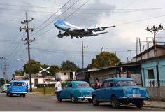Pres Obama landing in Cuba. 20-01-2016