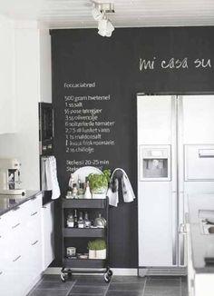 Peinture tableau noir pour colorer une cuisine blanche