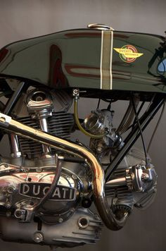 Like an old clock, Just beautiful - Ducati 750 Sport engine