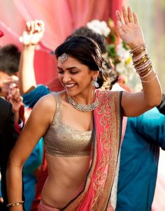 deepika padukone playing with pallu