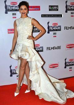 Deepika Padukone in film fare award 2015