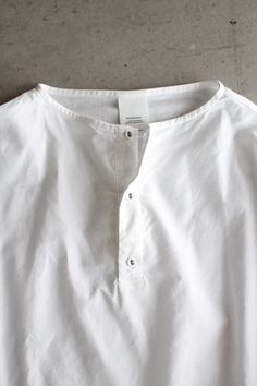 VC 1083<br>ヘンリーネックプルオーバーシャツ Man Dress Design, Gents Kurta Design, Fashion Wear, Mens Fashion, Formal Dresses For Men, Mens Designer Shirts, Kurta Designs, White Shirts, Summer Shirts