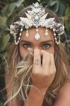 """Dites Adieu aux Couronnes de Fleurs, et Bonjour au """"Mermaid Crowns"""""""