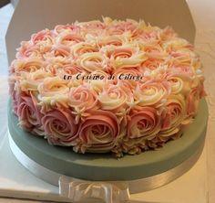 Torta di rose realizzate con crema al burro, elegante e raffinata! Vi assicuro non è difficile prepararla basta seguire la ricetta e il successo è assicurato, ideale come torta di compleanno!