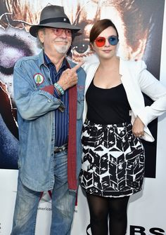 Pin for Later: This Week's Can't-Miss-Them Celebrity Pictures  Russ Tamblyn was as surprised by daughter Amber's sunglasses as the rest of us at the Twin Peaks DVD party.