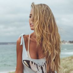 Golden beach blonde highlights for a more natural sun kissed look.