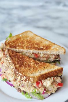 """This vegan """"tuna"""" salad recipe is made with white beans and palm hearts. You''re going to love it. This vegan """"tuna"""" salad recipe is made with white beans and palm hearts. You''re going to love it. What Is Healthy Food, Healthy Meals To Cook, Good Healthy Recipes, Veggie Recipes, Whole Food Recipes, Cooking Recipes, Healthy Eating, Savoury Recipes, Kitchen Recipes"""