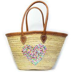 Basttasche mit Herz   Mit Herz aus Pailletten handverziert ist diese Basttasche das Highlight unter den Damen Sommertaschen.