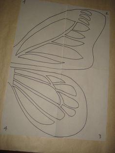Instrucciones detalladas para hacer un disfraz de mariposa monarca con alas de cartulina y goma eva, con plantilla de las alas en pdf para descargar.