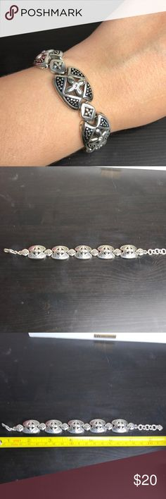 Brighton Bracelet Great condition. Comes with pouch. Brighton Jewelry Bracelets